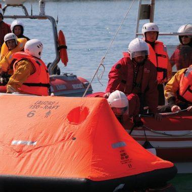 Lalizas promove um simulacro de sobrevivência em alto mar